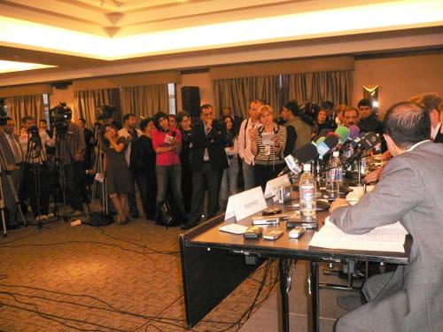 Bewertung der Wahlen in Aserbaidschan auf einer Pressekonferenz