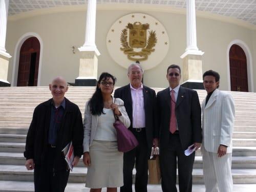 Vor dem Parlament in Caracas