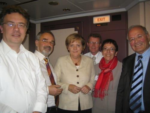 Bundeskanzlerin Merkel mit Mitgliedern des Deutschen Bundestags