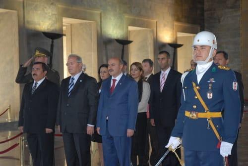 Ehrdarbietung vor dem Grab von Mustafa Kemal Atatürk