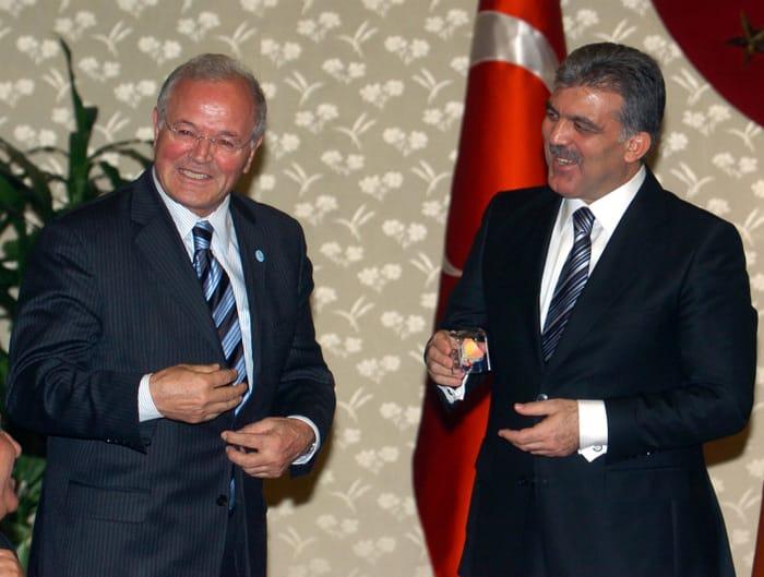 Übergabe eines Berliner Mauerstücks an den Staatspräsidenten der Türkei Herrn Abdullah Gül